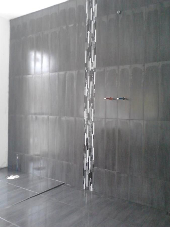 Superb salle de bain sans carrelage 11 douche sans seuil for Salle de bain sans carrelage